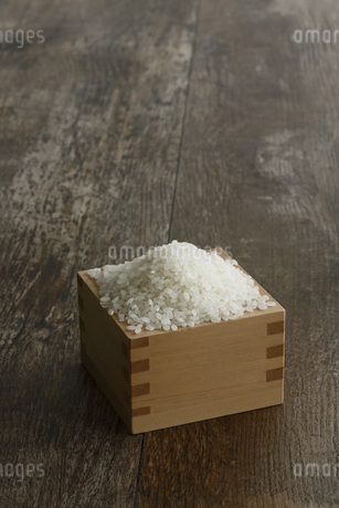 升に入った米の写真素材 [FYI04487042]
