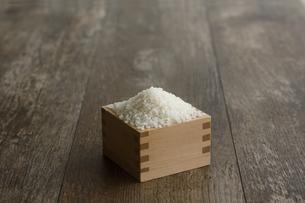 升に入った米の写真素材 [FYI04487044]