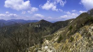 三重県釈迦ヶ岳登山途中から見る猫岳の写真素材 [FYI04487271]