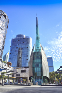 オーストラリア・西オーストラリア州のパースシティのランドマーク的なベル・タワー周辺の光景の写真素材 [FYI04487332]