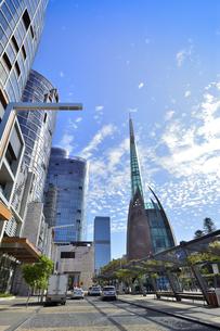 オーストラリア・西オーストラリア州のパースシティのランドマーク的なベル・タワー周辺の光景の写真素材 [FYI04487335]