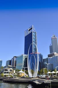 オーストラリア・西オーストラリア州のパースシティのメリーゴーランド等があるエリザベス・キー周囲の光景の写真素材 [FYI04487354]