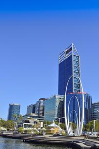 オーストラリア・西オーストラリア州のパースシティのメリーゴーランド等があるエリザベス・キー周囲の光景の写真素材 [FYI04487355]