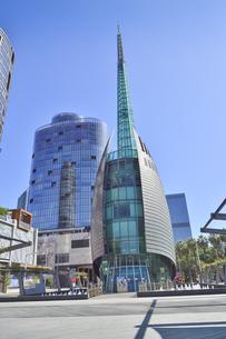 オーストラリア・西オーストラリア州のパースシティのランドマーク的なベル・タワー周辺の光景の写真素材 [FYI04487359]