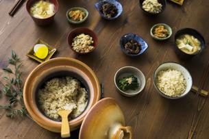 玄米ごはんと和食の写真素材 [FYI04487847]
