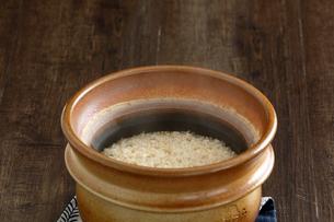 炊きたての玄米ご飯の写真素材 [FYI04487857]