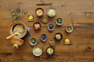 食卓に並ぶ和食の写真素材 [FYI04487877]