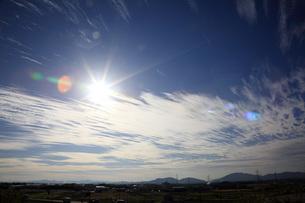 青空と光芒の写真素材 [FYI04488100]