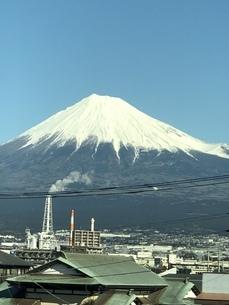 東海道新幹線から富士山望むの写真素材 [FYI04488369]