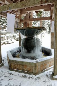 冬の高野山奥之院の写真素材 [FYI04488824]