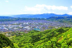 神奈川県 新緑の秦野盆地の写真素材 [FYI04488980]