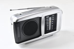 白背景のラジオの写真素材 [FYI04488997]