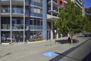オーストラリア・西オーストラリア州のパースシティの店舗の続く光景の写真素材 [FYI04489033]