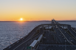 海ほたるより朝日の写真素材 [FYI04489701]