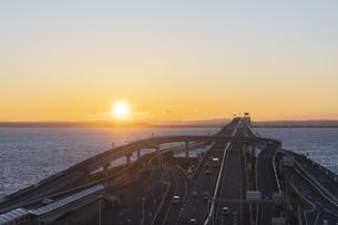 海ほたるより朝日の写真素材 [FYI04489702]