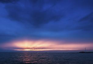 伊勢湾の夕焼けの写真素材 [FYI04489722]