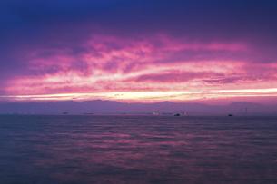 伊勢湾の夕焼けの写真素材 [FYI04489723]