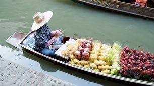 果物市場の写真素材 [FYI04490107]