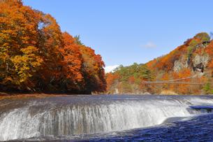 吹割の滝の紅葉の写真素材 [FYI04490247]