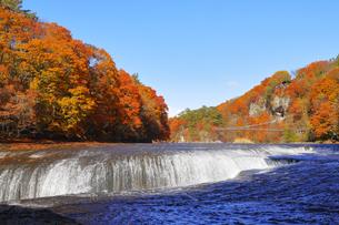 吹割の滝の紅葉の写真素材 [FYI04490248]