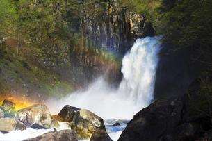 越後の豪瀑 苗名滝と虹の写真素材 [FYI04490648]