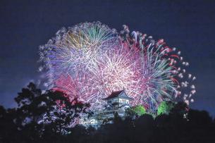 犬山城と花火の写真素材 [FYI04490784]