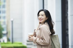 笑顔のビジネスウーマンの写真素材 [FYI04490867]