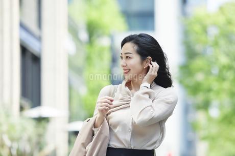 笑顔のビジネスウーマンの写真素材 [FYI04490897]