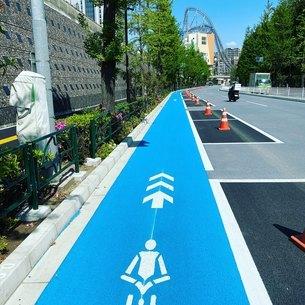 自転車優先ゾーンの写真素材 [FYI04490991]