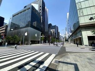 Apple Store 銀座前、中央通りの写真素材 [FYI04491019]
