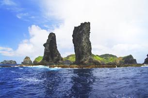 世界自然遺産 小笠原諸島姉島の二本岩の写真素材 [FYI04491069]
