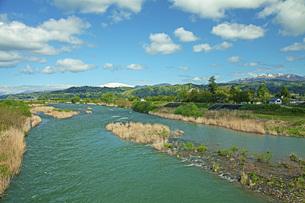 春の寒河江川の写真素材 [FYI04491723]
