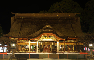 福岡太宰府天満宮の本殿の夜の写真素材 [FYI04492210]