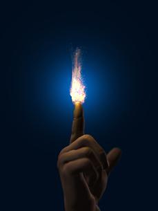 指先で燃える炎のイラスト素材 [FYI04492326]