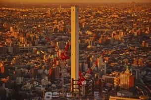 豊島清掃工場夕景の写真素材 [FYI04492462]