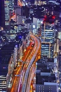 夜の道路の写真素材 [FYI04492496]
