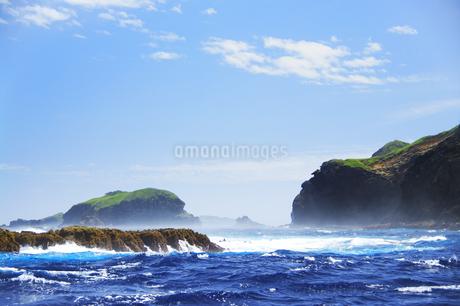 世界自然遺産 小笠原諸島母島の海岸と丸島瀬戸の写真素材 [FYI04493254]