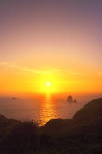 世界自然遺産 小笠原諸島母島の夕日の写真素材 [FYI04493256]