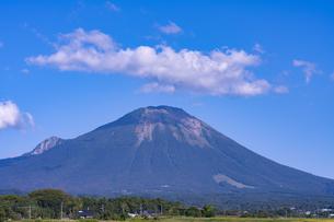 大山と雲の写真素材 [FYI04493271]