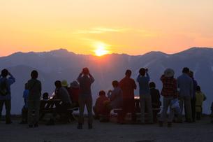 北アルプス 燕岳から夕日を眺めるの写真素材 [FYI04495673]