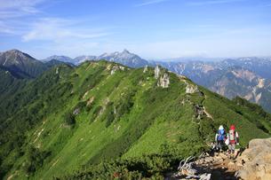 大天井岳付近から眺める槍ヶ岳の写真素材 [FYI04495678]
