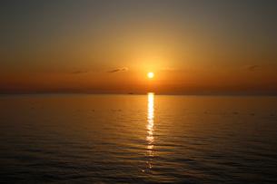 琵琶湖朝日の写真素材 [FYI04496186]