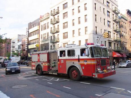 ニューヨーク 消防車  FDNY   Fire department NewYorkの写真素材 [FYI04496605]