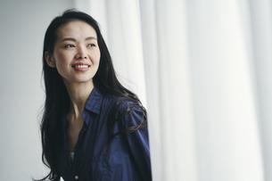 笑顔の40代日本人女性の写真素材 [FYI04497851]
