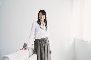 笑顔の40代日本人女性の写真素材 [FYI04498024]