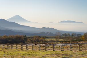 秋の清里高原の朝の写真素材 [FYI04499223]