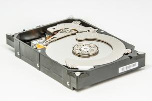 白い背景のハードディスクドライブの写真素材 [FYI04499499]