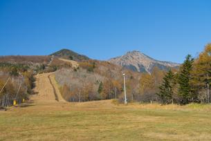 秋の高原スキー場の写真素材 [FYI04499565]