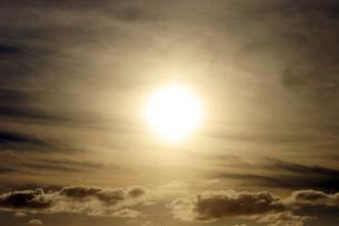 雲の上の太陽   sun above the cloudsの写真素材 [FYI04500917]