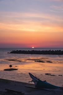 4時07分、礼文島の朝日の写真素材 [FYI04501745]